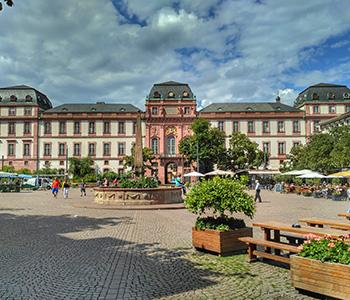 Darmstadt Altstadt mit Bus