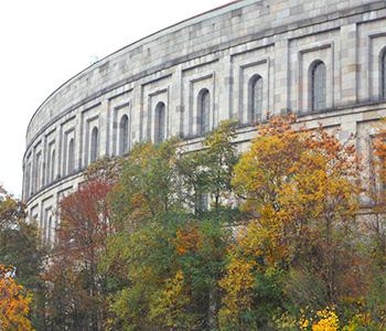 Busausflug zum Nürnberger Reichstagsgebäude