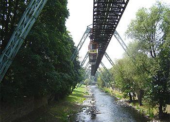 Wuppertal in Nrw mit Schwebebahn