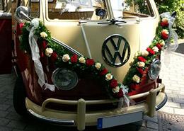 VW-t1-mit-Blumengirlande