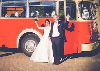 Oldtimerbus-als-Hochzeits-bus